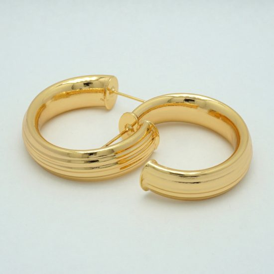 Ribbed Hoop Earrings in Gold
